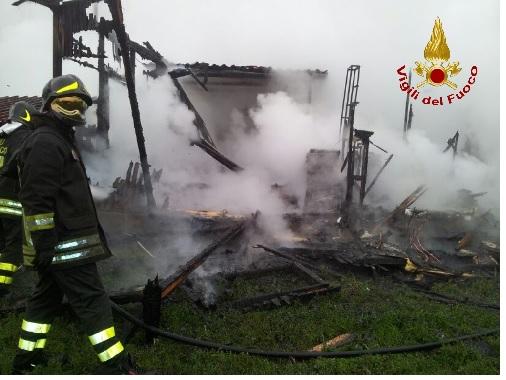 Sant'arcangelo Trimonte:un incendio distrugge un capannone in cui vi erano  circa 60 balle di paglia