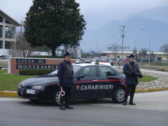 Vigili del Fuoco all'opera a Montesarchio per domare l'incendio di due rimesse agricole
