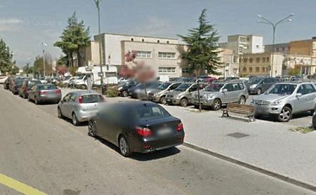Panchine rotte in piazza Risorgimento: il comune intervenga