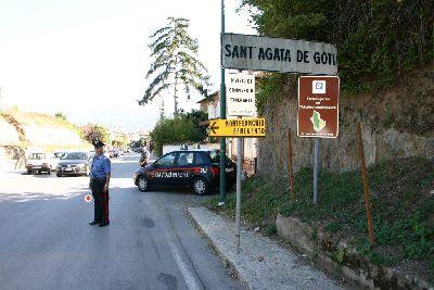 Sant'Agata de' Goti: l'intervento dei Vigili del Fuoco nel centro per spegnere un'auto in fiamme