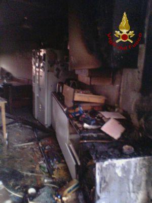 San Nicola Manfredi : Incendio in una cucina di una villetta a Contrada Iannassi