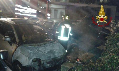 San Giorgio del Sannio: in via Aldo Moro vanno in fiamme due macchine durante la notte