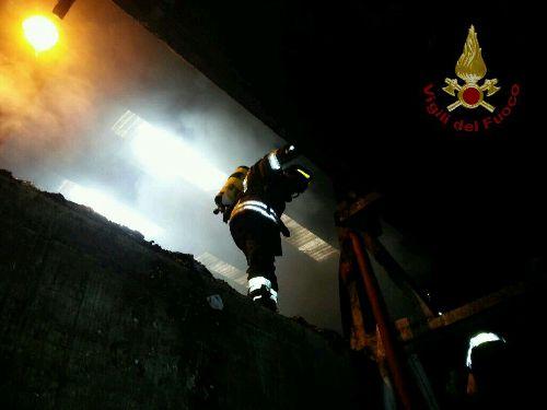 Incendio allo Stir di Casalduni.Interessato un capannone di circa 4000 mq