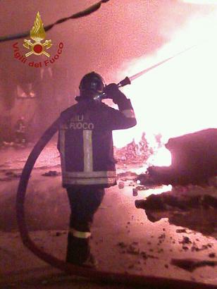San Lorenzello: va a fuoco un deposito per la lavorazione dei rifiuti