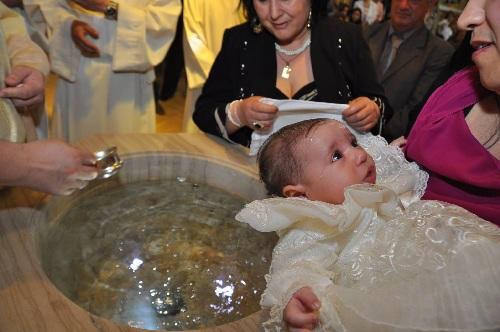 Si è avvicinata alla fonte battesimale Gaia Garofano