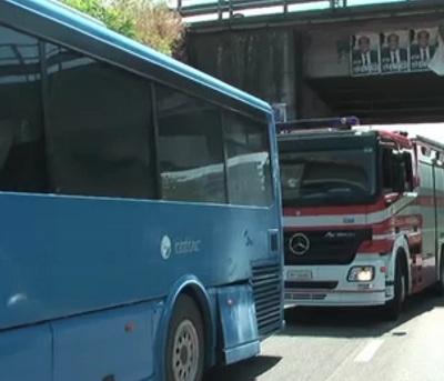 Benevento: prende fuoco un autobus dell'Etac nella galleria Avellola