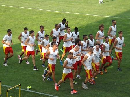 Mazzarani firma per il Benevento. Ieri tanti tifosi al primo allenamento