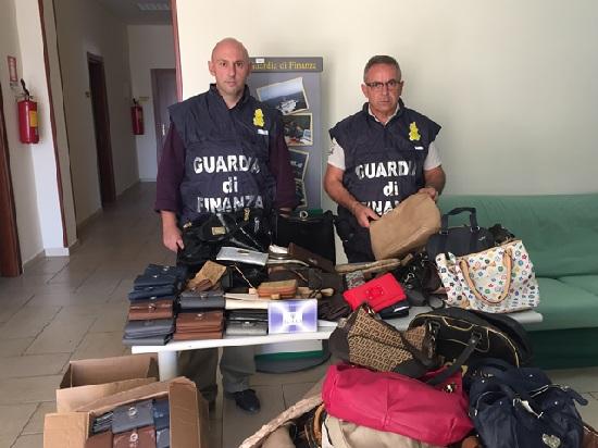 Guardia di Finanza Solopaca: Ingente sequestro di marchi contraffatti
