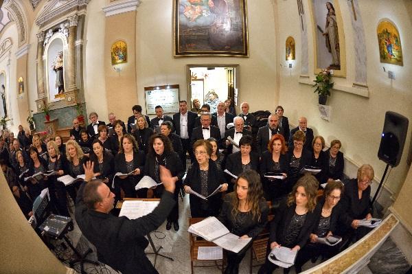 """Il coro polifonico """"Padre Pio da Pietrelcina"""" presente alle liturgie in occasione dell'arrivo delle spoglie di San Pio"""