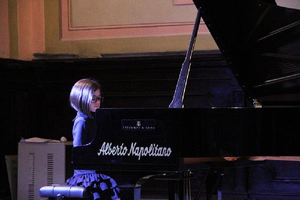 La baby pianista airolana Giulia Falzarano si esibirà a Verona. In palio il Festival Internazionale di Amburgo