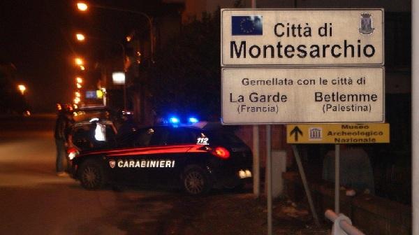 Atto intimidatorio a Montesarchio nei confronti di un commerciante. In fiamme un pneumatico davanti al negozio.