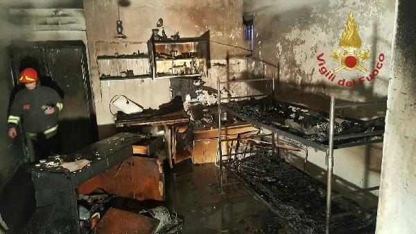 Rotondi : va a fuoco il piano terra di una abitazione