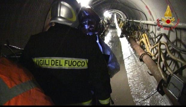 Esercitazione dei Vigili del Fuoco finalizzata al recupero di un ferito in un micro tunnel