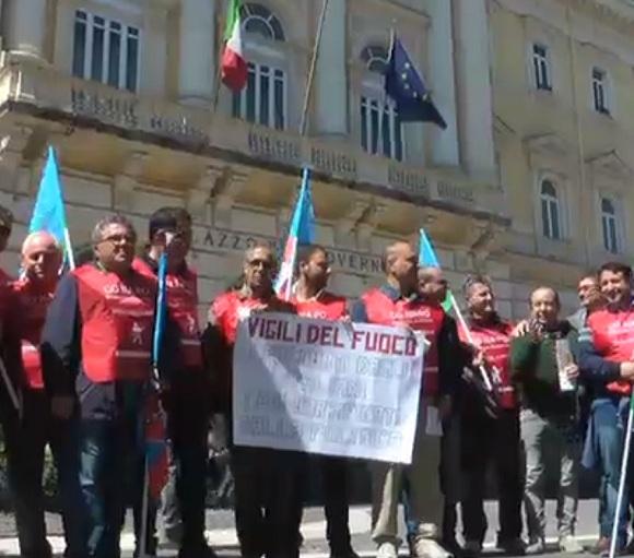 Vigili del Fuoco in protesta davanti a tutte le Prefetture italiane.