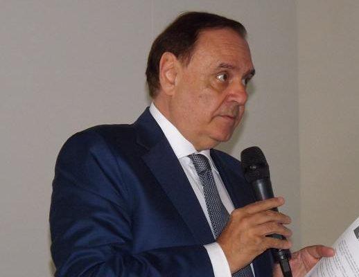 Clemente Mastella: necessari nuovi spazi di sosta temporanea nei pressi delle attività commerciali.