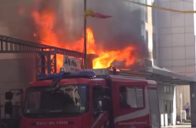 Benevento: in fiamme l'edificio in via Goduti dove è ubicata l'ex Banca della Campania