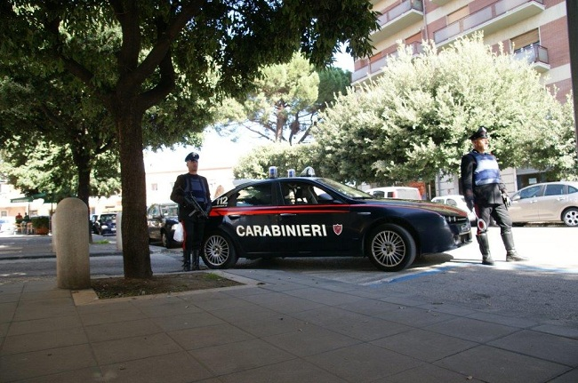 Benevento:due rumene rapinano un 38enne minacciadolo con un coltello.Arrestate.