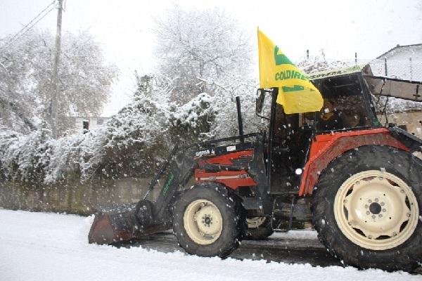 I trattori della Coldiretti pronti a partire in aiuto dei Comuni per spazzare la neve
