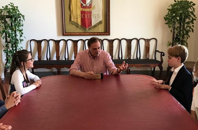 I Campioni Nazionali di Lingua Inglese Martina De Cicco e Gennaro Di Natale ricevuti dal sindaco Clemente Mastella