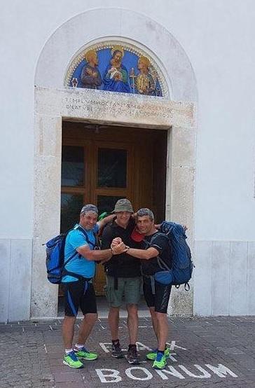 """Una """"camminata"""" di fede per 140 chilometri in tre giorni attraverso due regioni Campania e Puglia"""