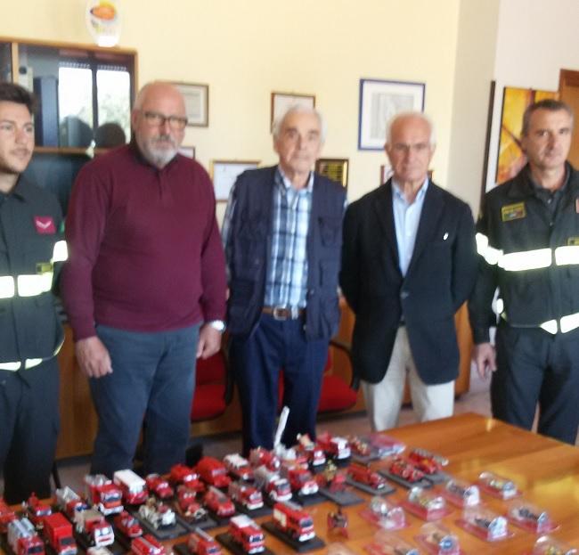 Donata al Comando Provinciale Vigili del Fuoco di Benevento collezione di oggettista a tema