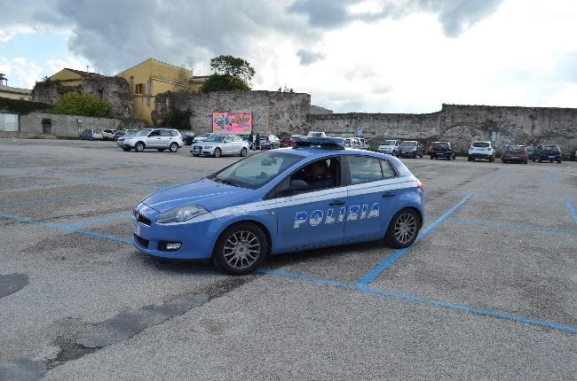 La Polizia di Stato sanziona in città un parcheggiatore irregolare
