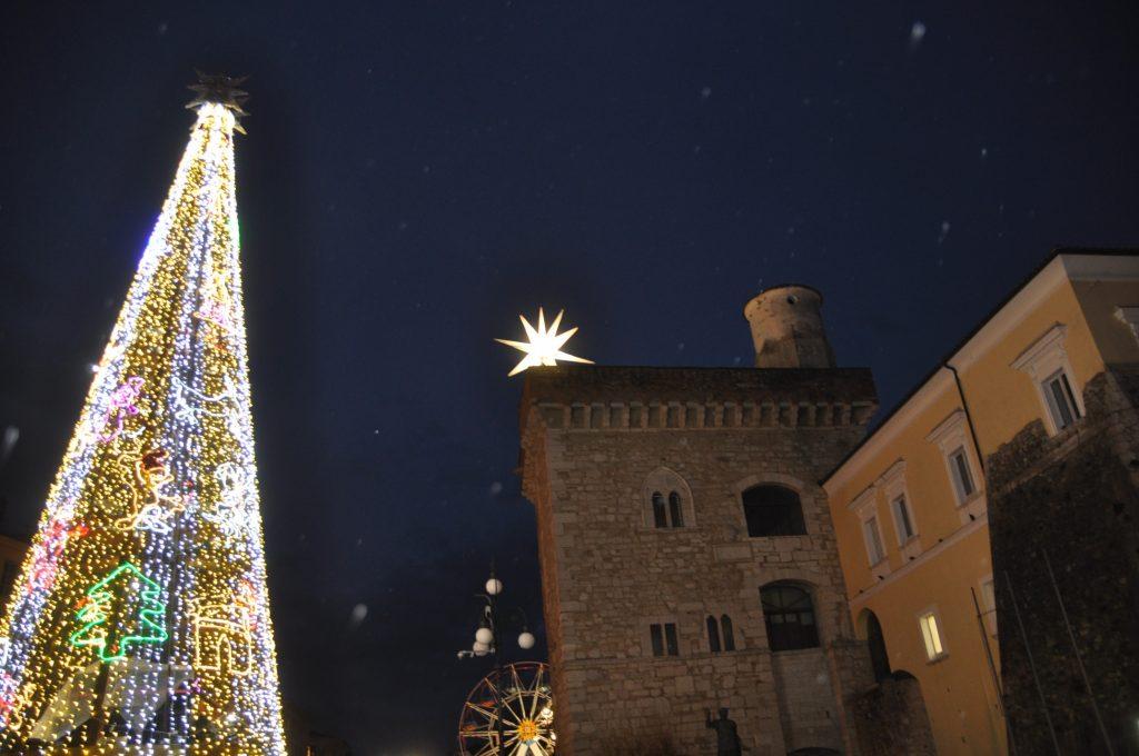 Benevento. Splende la Stella cometa sulla Rocca dei Rettori.