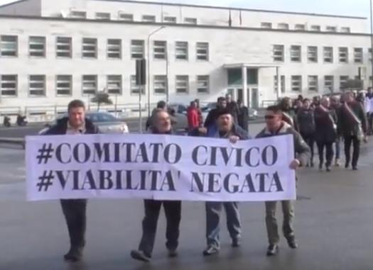 Il Fortore in piazza a Benevento protesta per le disastrose condizioni della viabilità