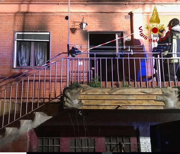 Vigili del Fuoco al lavoro questa notte per domare un incendio in un'abitazione di Foglianise.