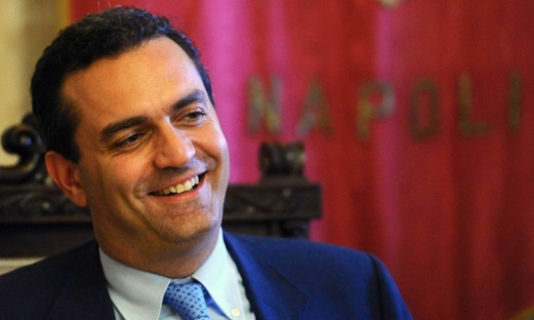 "De Magistris : "" Inevitabile zona rossa in Campania""."
