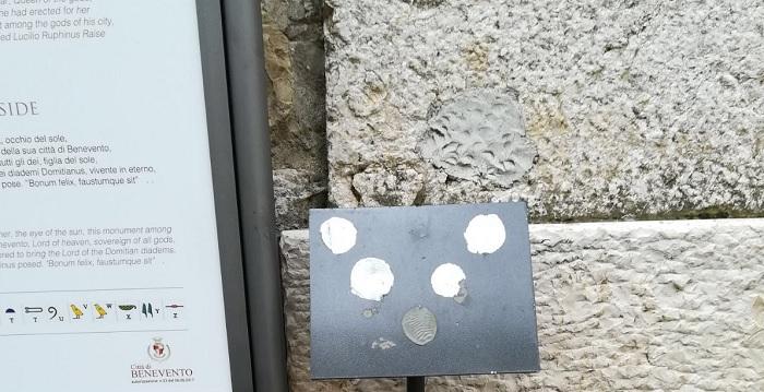 Atto Vandalico all' Obelisco di Iside di Piazza Papiniano.Severa condanna del sindaco Mastella.