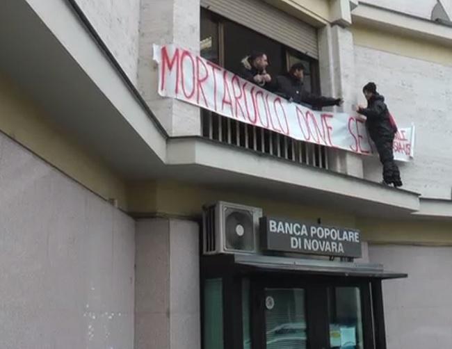 """Emergenza Abitativa: Occupata la sede provinciale del PD:""""Chiediamo un confronto serio sulle politiche abitative in città""""."""
