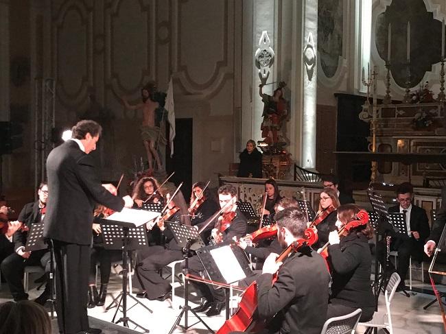 """Musica e parole: l'attrice Cristina Donadio al concerto """"La Passione di Cristo"""""""