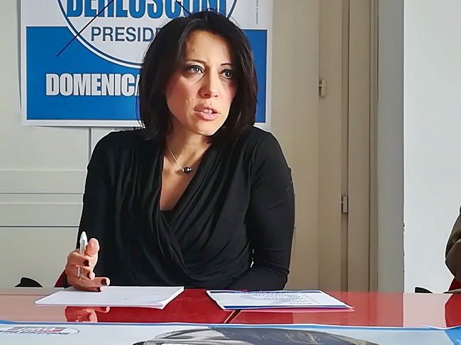 """De Girolamo : """"Berlusconi mi ha insegnato che non ho bisogno di una poltrona in parlamento per fare politica"""""""