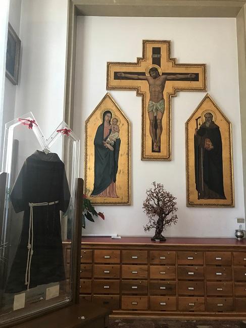 """L'abito delle stimmate di Padre Pio ad Assisi per il """"perdono"""""""