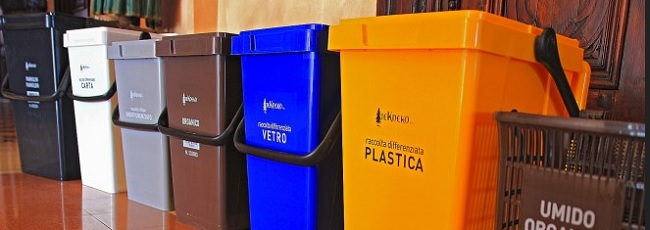 """Ritardi nella raccolta dei rifiuti in città, Asia: """"causa le lunghe attese davanti agli impianti"""""""