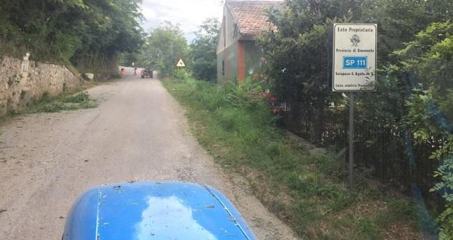 Interventi per lo sfalcio delle erbe lungo le strade provinciali.