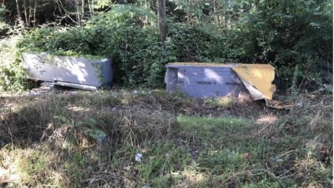 La denuncia: Piano Cappelle zona Agrario abbandono rifiuti e degrado evidenziano gli Amatori Podismo.