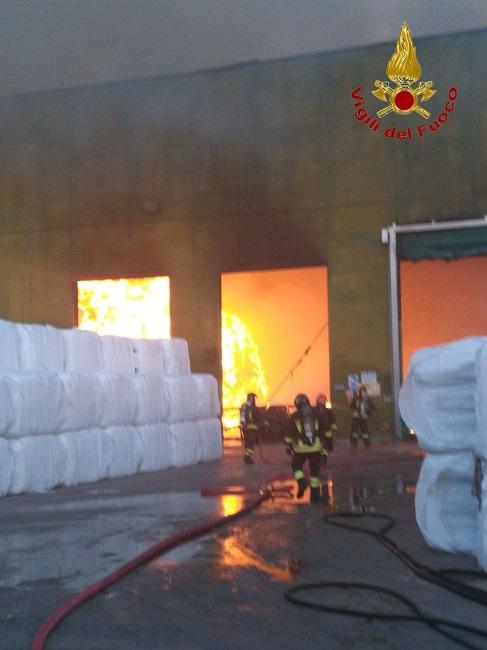 Stir Casalduni. Incendio coinvolge un capannone di 300 mq.