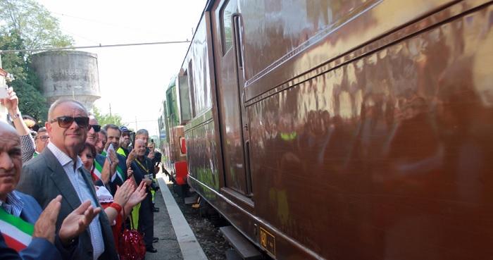 A Telese Terme accolto con gioia il ritorno del celebre 'treno dei bagnanti'