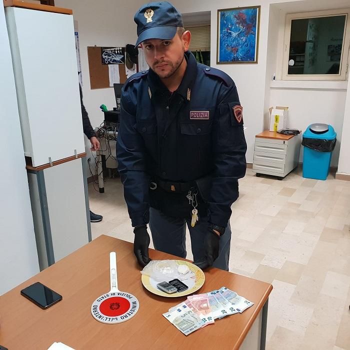 Benevento. Spaccia crack in casa: pusher arrestato dalla Polizia