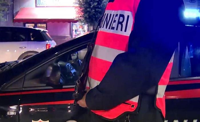 Banda di Ladri messa in fuga dai Carabinieri. Recuperata l'auto rubata.