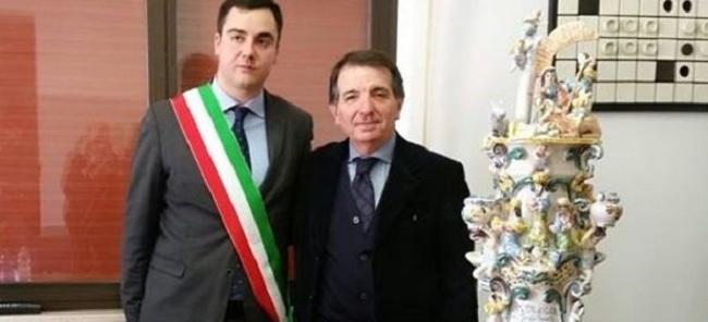 Gli auguri del vice-presidente della associazione Citta' della ceramica a Felice Casucci