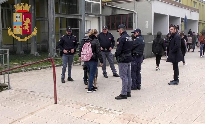 """""""Scuole sicure"""", controlli della Polizia di Stato negli Istituti della città"""
