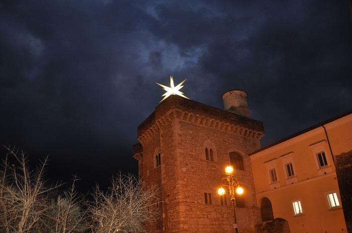 """E' riapparsa sulla Rocca dei Rettori la """"Stella cometa""""."""
