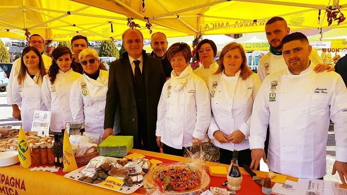 """Coldiretti Apre a Benevento il """"Natale a KM Zero"""" con Campagna Amica. Al mercato dei Cappuccini i Dolci Contadini degli Agrichef Sanniti."""