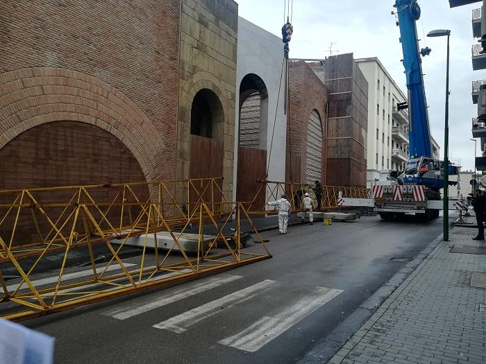 Benevento, Piazza Duomo. Incominciate questa mattine le operazioni di smontaggio della gru.
