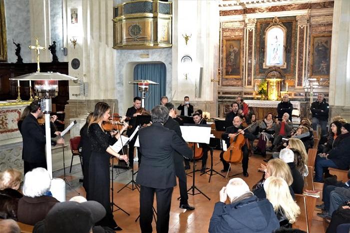 """Incantano i """"Valzer di Strauss"""" eseguiti dall'Orchestra da Camera dell'Accademia di Santa Sofia"""