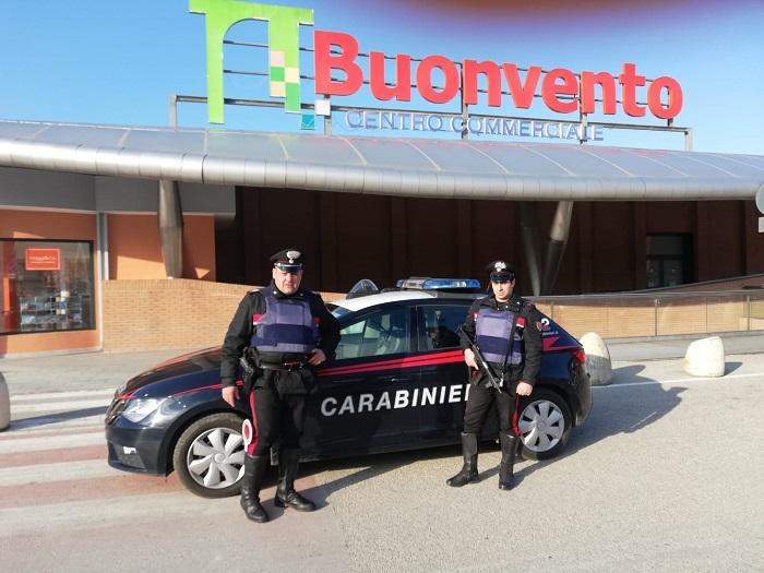 Benevento. Centro commerciale i carabinieri  sventano un singolare furto ad una gioielleria.