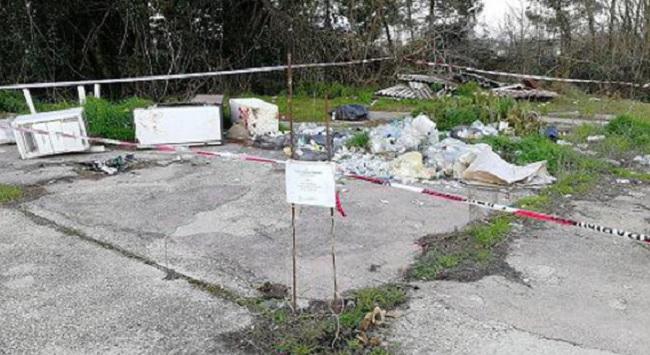 Dugenta: discarica abusiva con rifiuti speciali pericolosi.Sequestrata l'area dai Carabinieri.